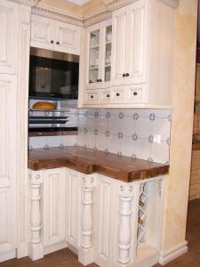 Pečica z dvižnim sistemom - Siemens Liftmatic v kuhinji Rustika Masiva d.o.o.