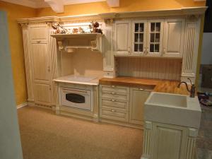 Hrast, marmor in stilni ornamenti v kuhinji Rustika Masiva d.o.o.