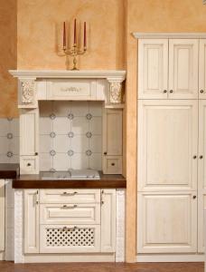 Zidana izvedba kuhinje s stilnimi ornamenti