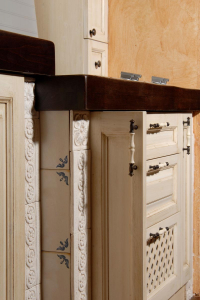 Masivni leseni pult v barvi Wenge v kuhinji Rustika Masiva d.o.o.