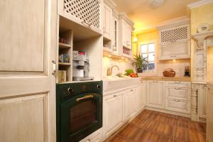 Rustikalna pečica v rustikalni kuhinji