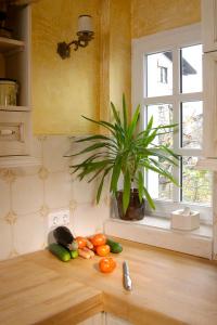 Leseni pult namesto rezalne deske v kuhinji Rustika Masiva d.o.o.