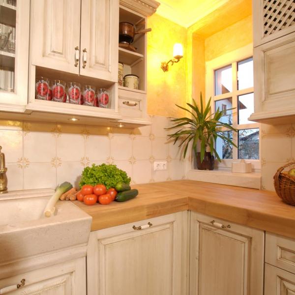 Kamen, les in medenina so najpogostejši materiali naših kuhinj