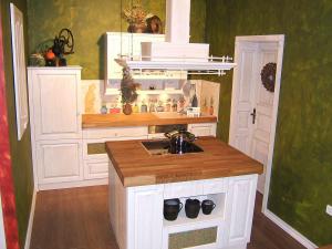 Kuhinjska napa nad otokom kot center kuhinje