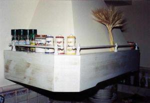 Napa v podeželski kuhinji kot držalo za začimbe