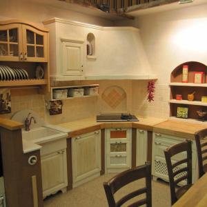 Kuhinja Masonry s kotno napo