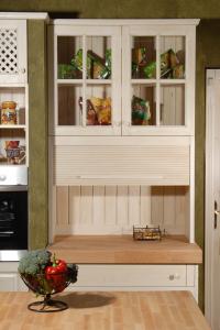 Lesena roleta v kuhinji, da skrijemo salamoreznico, toaster.....