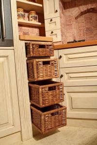 Košarice v kuhinjski omari
