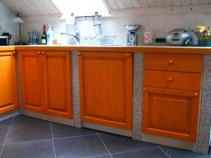 Spodnji kuhinjski elementi v mansardi