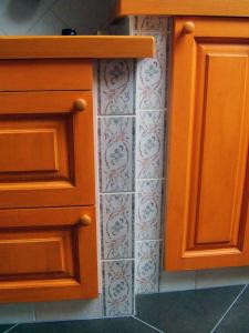 Leseni zaključek pulta v kuhinji Rustika Masiva d.o.o.