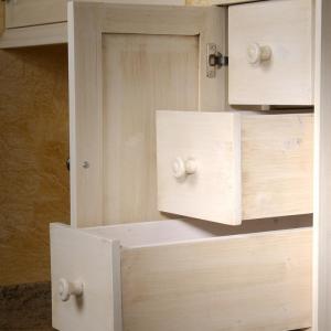 Tradicionalna izdelava lesenih predalčkov v kuhinjskih omaricah