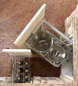 Izkoristek kotne kuhinjske omare z izvlečnimi košarami