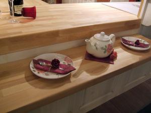 Leseni pult v kuhinji in na šanku