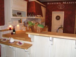 Šank za hitri zajtrk v kuhinji Rustika Masiva d.o.o.
