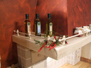 Lesena ograjica ob kuhinjski napi v kuhinji Rustika Masiva d.o.o.